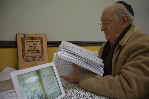 El Rabino Meyer Leifer experto en Judaísmo en uno de los numerosos encuentros con Ramón Abajo. El Rabino ha ayudado en la edición de los textos. Pese a ser una persona muy tradicional cree que las nuevas tecnologías son una herramienta para acercar a los jóvenes a la religión.