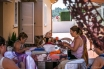 Tallera familiar en el que realizan artesanalmente vestidos, mantones, flecos y otros accesorios.